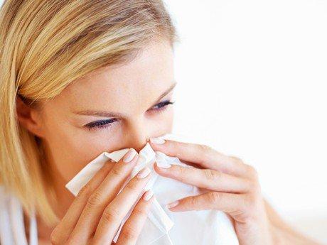 Пыль является постоянным источником аллергии, с которым мы сталкиваемся каждый день
